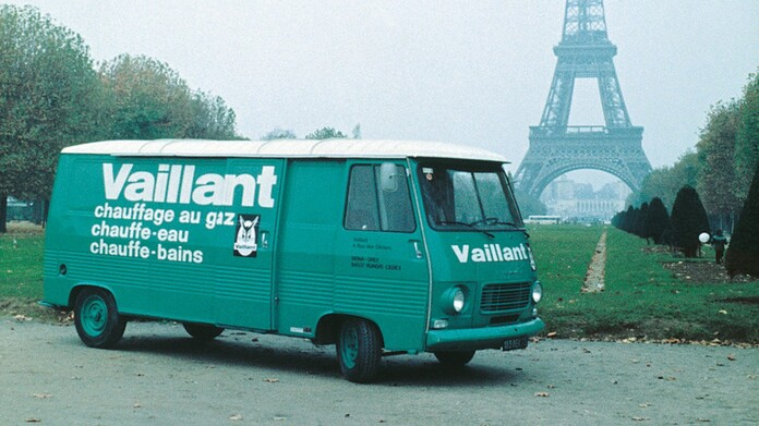 https://www.vaillant.com/media-master/global-media/vaillant/historic-motive/hisc17-45991-format-16-9@696@desktop.jpg